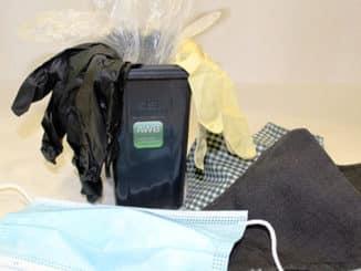 Benutzte Einweg-Masken und –Handschuhe gehören in den Restmüll.