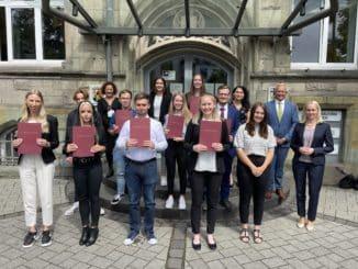 Start in eine zukunftssichere Ausbildung Die Kreisverwaltung Neuwied begrüßt zehn neue Nachwuchskräfte
