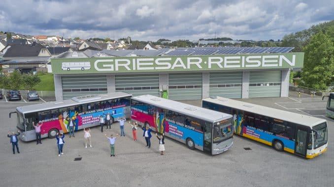 Hände hoch fürs Handwerk – Busse verbreiten weiterhin gute Laune und positives Image